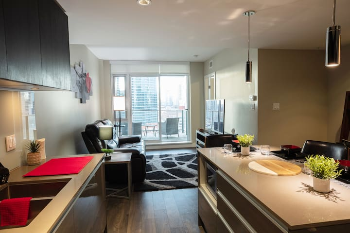 Enjoy the breath-taking skyline views and Calgary tower right from the Kitchen or Living room!