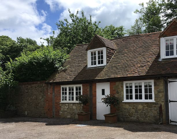 Midhurst 2 bed Annexe, Stunning views of Sussex