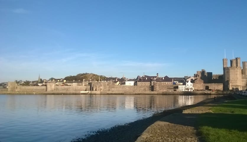 Central Caernarfon. A friendly, warm welcome.