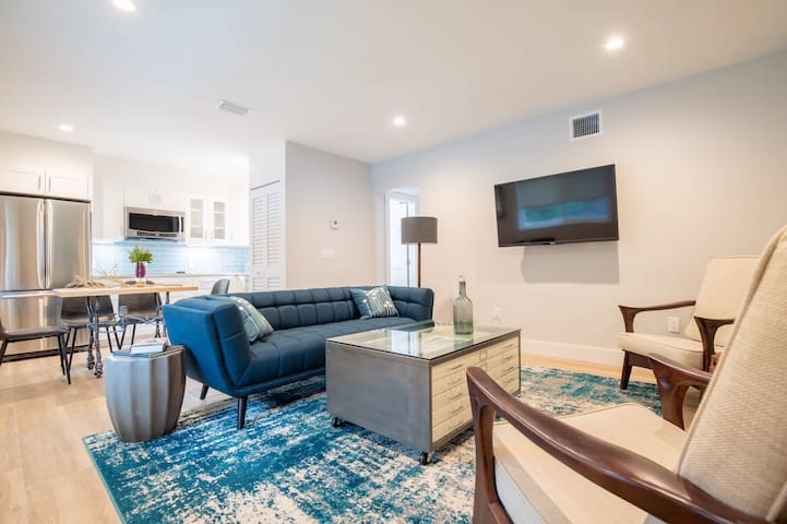 Downtown 2 bed with pool off Atlantic avenue (1)