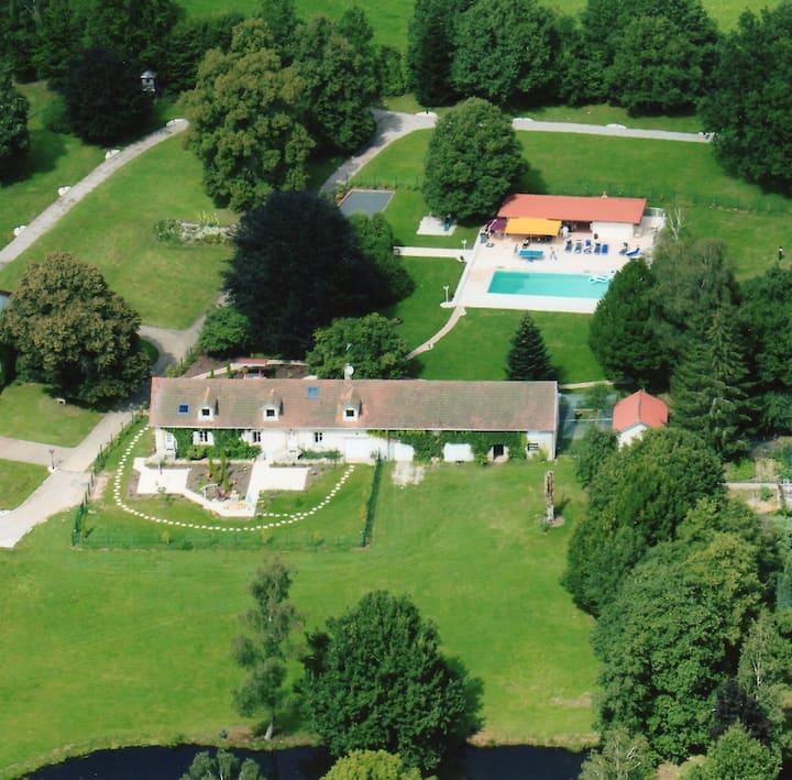 Maison & piscine  la Résidence du parc   Jeanménil