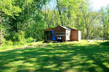 Retro Camper Cabin - Pelham