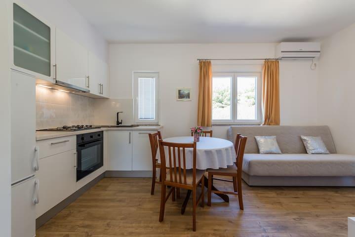 Studio separate bedroom, 2 balconies, sea view 2+1 - Žaborić - Квартира