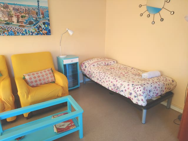 (S) Bed in Bright Living Room. FREE Parking&WiFi