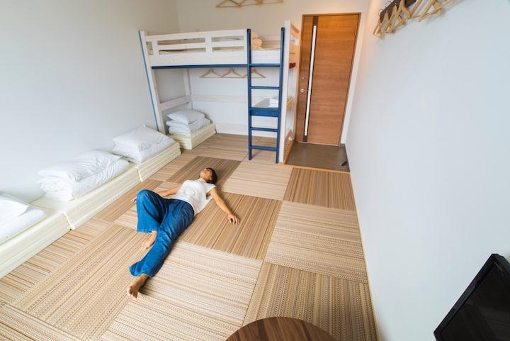 4-5名個室2019年10月オープン【ホステルサンテラスイシガキ/広い共有スペース】