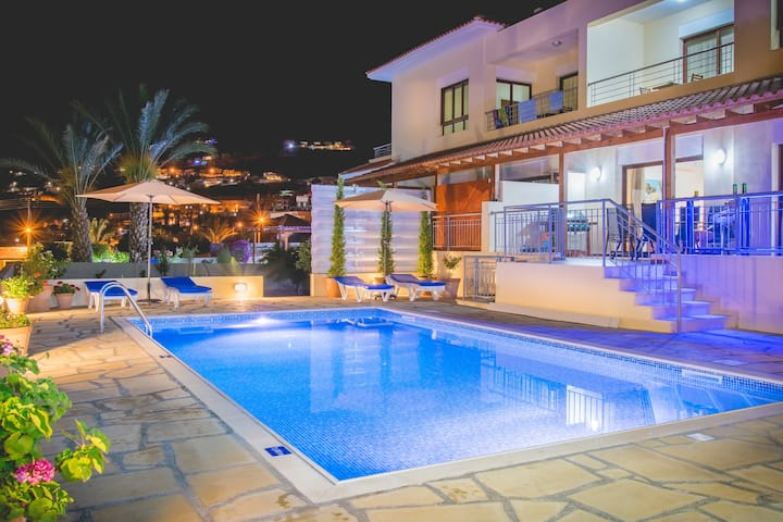 Family Villa with Private Swimming Pool