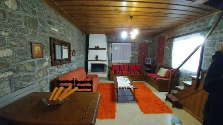 Παραδοσιακός ξενώνας στο Κεντρικό Ζαγόρι