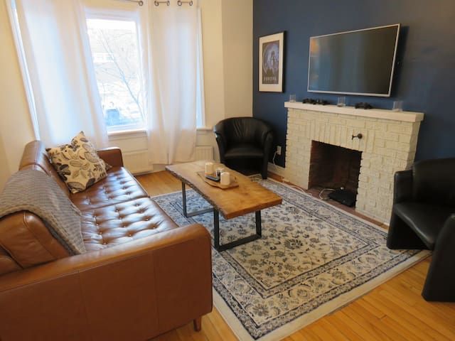 Walk to Canal and Parliament! Chic 1 Bedroom