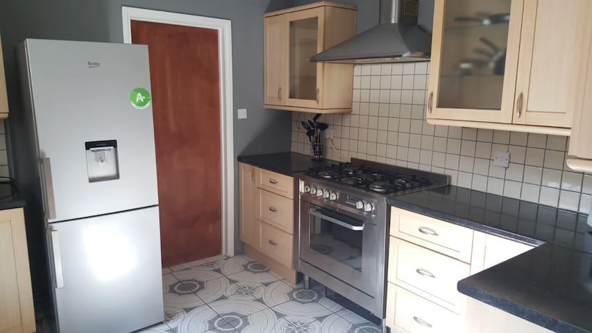 Twin/Kingsize bedroom - High Wycombe - Huis