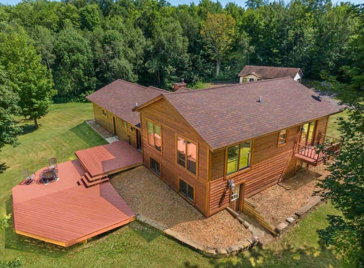 Cedar Hill Retreat -King Bed, 108 Acres of Privacy