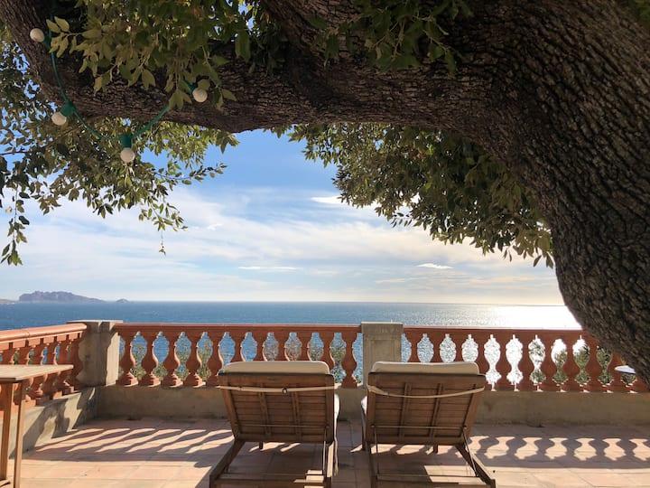 La Chance,  Villa vue mer sur la rade de Marseille