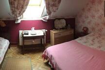 Chambre avec un lit de 2 personnes