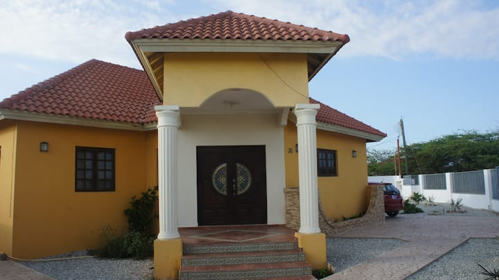 Casa Sola 1 km 0.5 miles from Beach in Opal, Noord