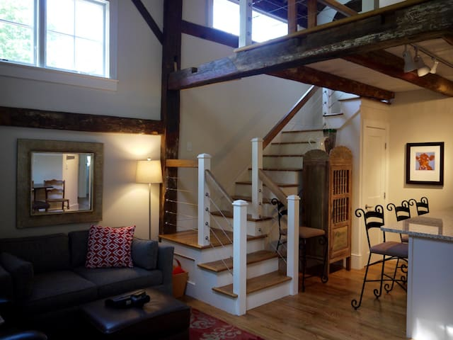 The South End of Our Restored Barn - Bar Harbor - Pension