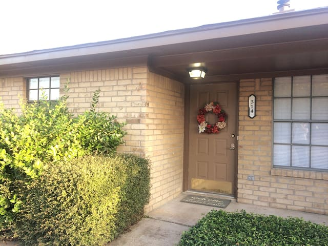 The Other Cozy home in Aggieland Brentwood