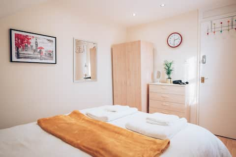 Comfortable Room in King's Cross Zone 1 Eurostar