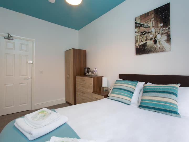 Townhouse @ West Avenue Crewe - double room