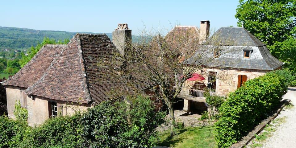 Maison du XIXème au pied du chateau - Prudhomat