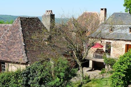 Maison du XIXème au pied du chateau - Haus