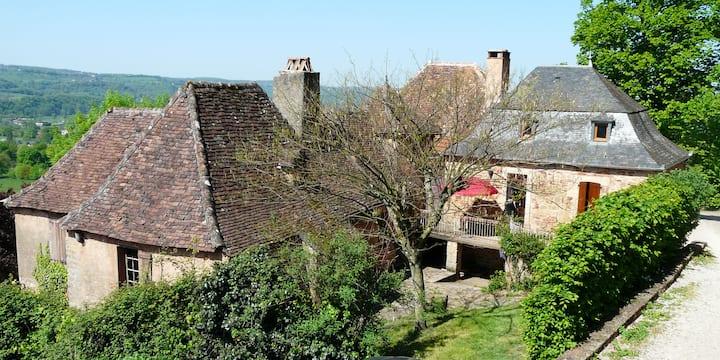 Maison restaurée au pied du chateau