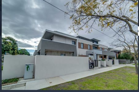 Beautiful Modern Apartment - West Footscray - Lejlighed