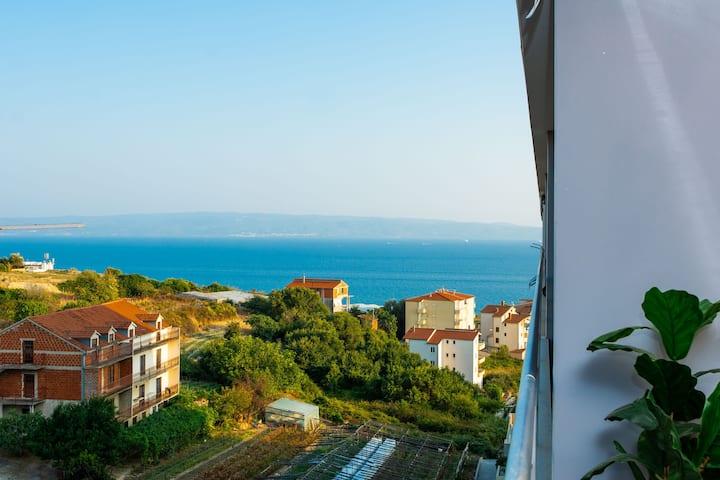 Seaside Apartment - Balcony, Sea View, Free Garage