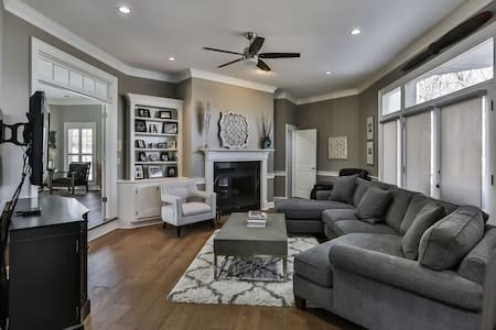Spacious Contemp Home Perfect for Bourbon Trail