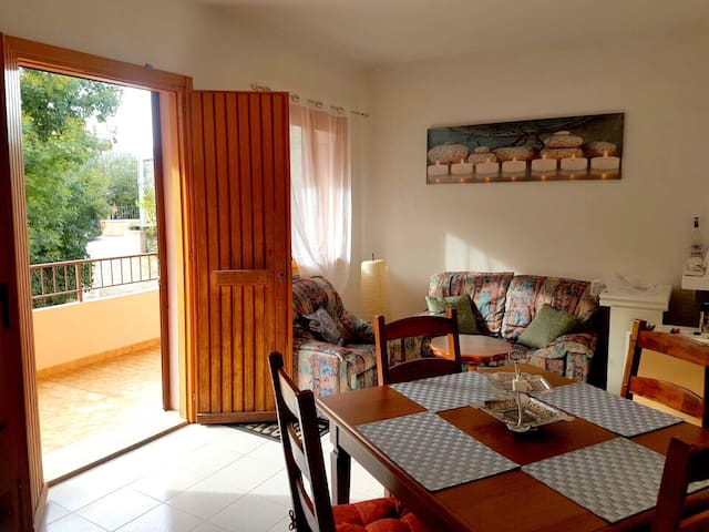 Holiday flat by the sea (Italy) - Posada - Apartment