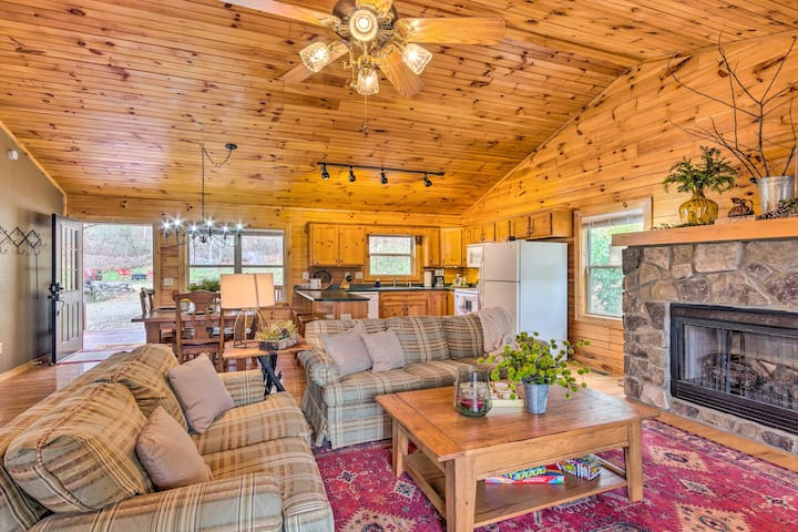 Picturesque Smoky Mountain Cabin w/ Deck & Firepit