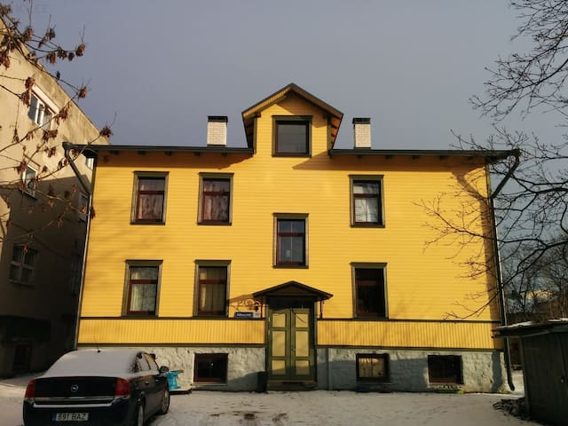 3-rooms apartment near city center and airport