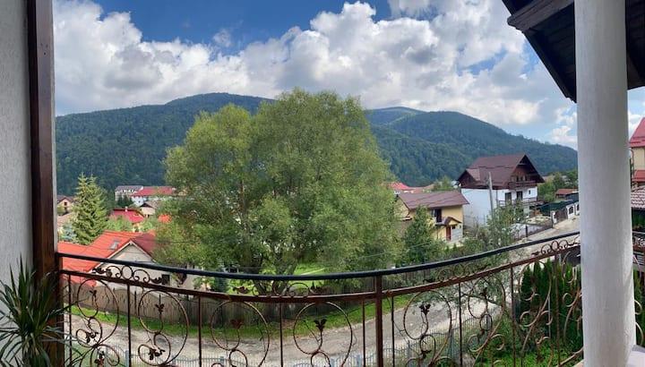 Spacious villa with amazing mountain view