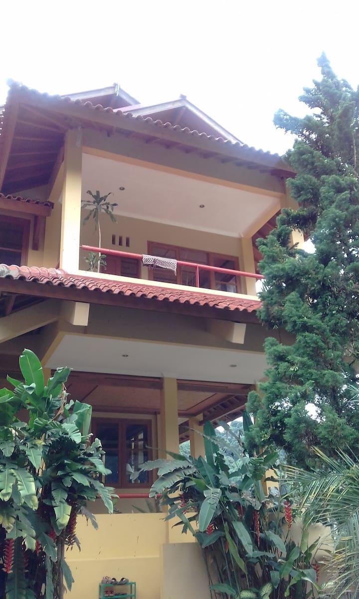 Kampoeng Bule / Rumah Bob