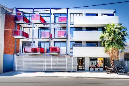 Entire apartment + car park in heart of Prahran - Prahran