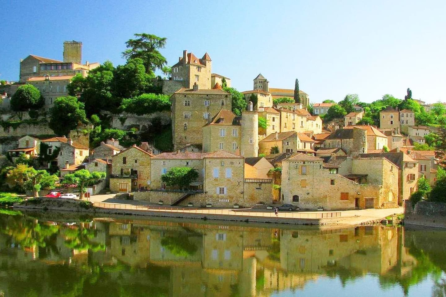 Wonderful view of Puy L'Eveque across the River Lot