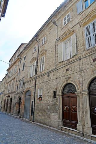 """B&B """"Palazzo Vitali"""" - Petritoli - Bed & Breakfast"""