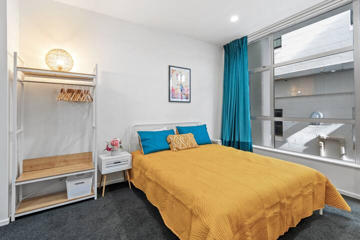 Colourful Central Studio with Kitchen + Laundry!