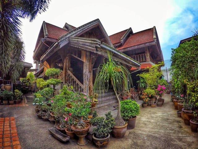 พิพิธภัณฑ์บ้านเทพ&โฮมสเตย์ - Tambon Thung Kwao - Guesthouse