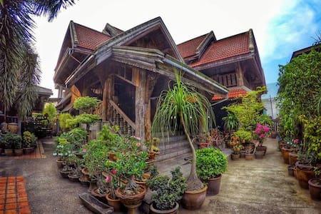 พิพิธภัณฑ์บ้านเทพ&โฮมสเตย์ - Tambon Thung Kwao