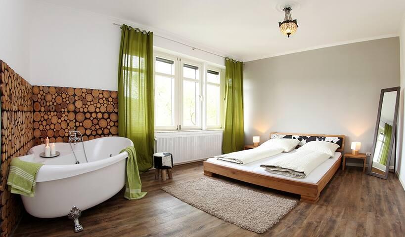 """Eifelstube"" Luxus Doppelzimmer mit Whirlpool - Adenau - Apartamento"