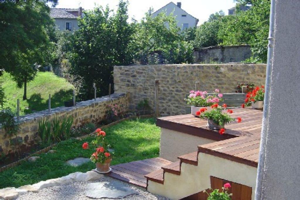 jardin terrasse et ruisseau