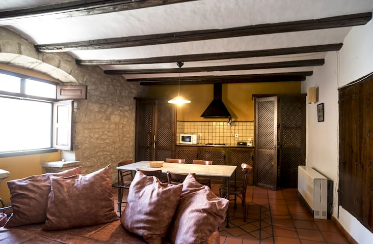 Apartment-Standard-Ensuite with Bath-1 Dormitorio