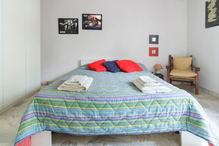 stanza matrimoniale arredata in appartamento - Portici - Apartment