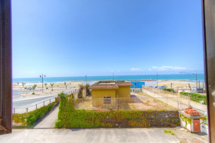 Private Beachfront House Parking Balcony Seaview - Formia - Apartemen