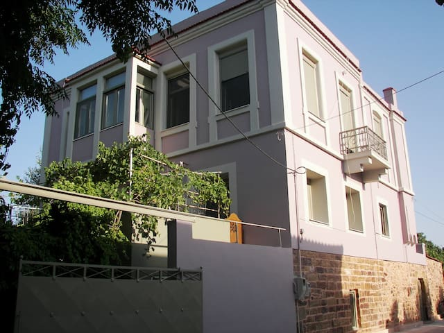 Affordable mansion with view - Chios - House