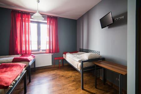 Hostel Fabryka - pokój nr 8 (trzyosobowy)