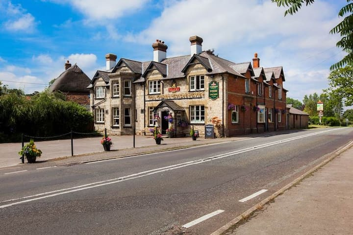 Cozy country pub, restaurant and Inn
