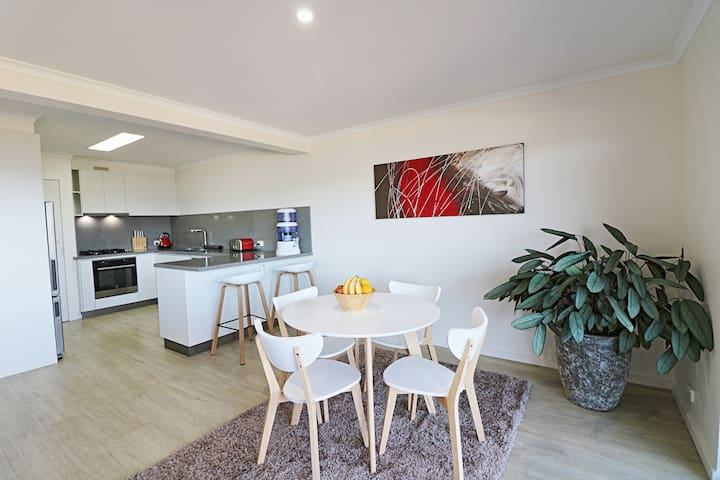 4 points of view - 1 bedroom Long Point apartment