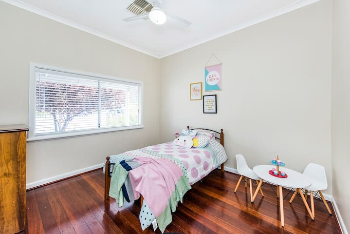 Renovated 1940s Home - Bassendean - House