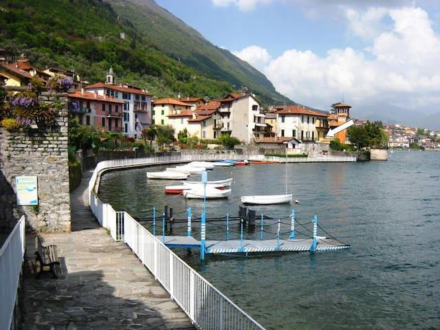 Casa Matteo - Lakefront Holiday Home for 10 guests - Sala Comacina