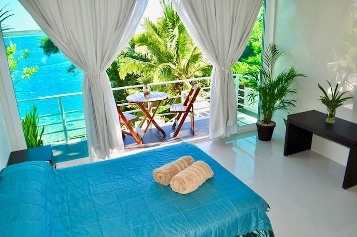 "Lagoon & Sunrise, Room ""Manatí"" in Villa 471"